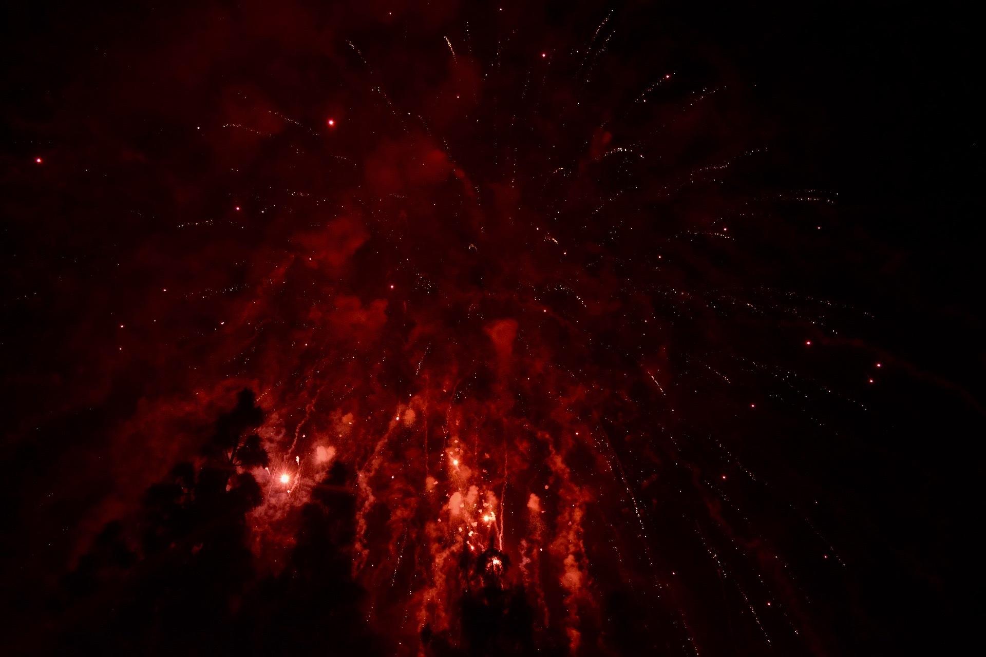 fireworks-2585843_1920